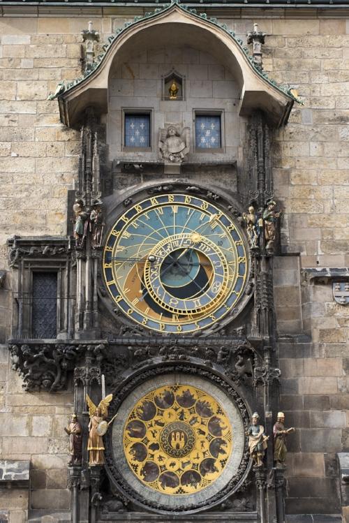 Reloj- calendario astronómico de Praga en la República Checa, construido en 1410.Foto de Steve Collis.