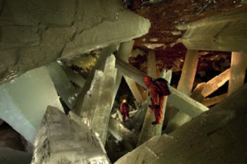 En la geoda gigantesca de Naica. Foto de Paolo Petrignani.